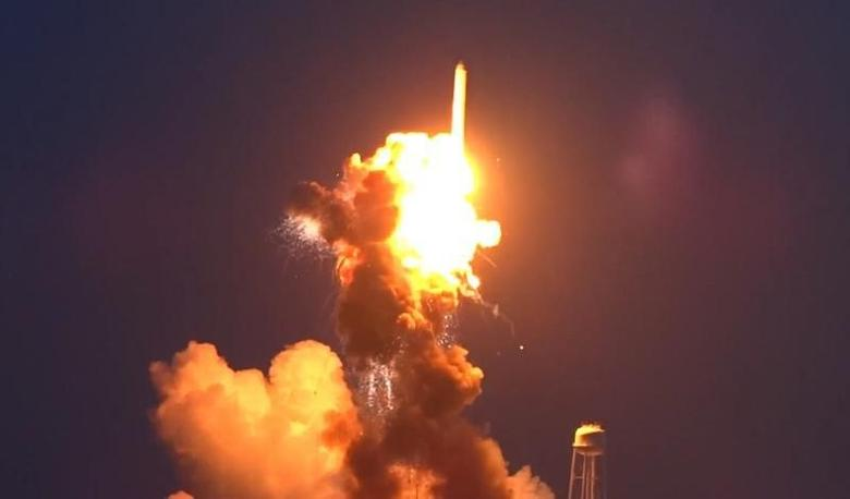 An unmanned Antares rocket is seen exploding seconds after lift off from a commercial launch pad in this still image from video shot by Matthew Travis of Zero-G News from the press area at Wallops Island, Virginia October 28, 2014.   REUTERS/Matthew Travis/Zero-G News