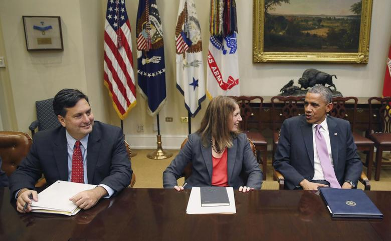 U.S. President Barack Obama meets with his national security and public health team to receive an update on the Ebola response while in the Roosevelt Room at the White House in Washington, November 4, 2014. From L-R are: Ebola Response Coordinator Ron Klain, Secretary of Health and Human Services Sylvia Burwell and Obama. REUTERS/Larry Downing