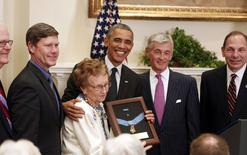 U.S. President Barack Obama poses after presenting the Medal of Honor posthumously to U.S. Army First Lieutenant Alonzo H. Cushing for heroism during the Battle of Gettysburg in the Civil War to his relative Helen Loring Ensign (3rd L), of Palm Desert, California, in the Roosevelt Room of the White House in Washington, November 6, 2014. REUTERS/Larry Downing