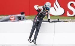Piloto da Sauber Adrian Sutil deixa pista depois de ter problemas técnicos no Grande Prêmio da Alemanha. 20/07/2014  REUTERS/Ralph Orlowski