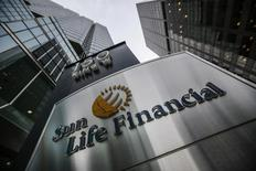 A Sun Life Financial sign is seen outside of their building before their annual general meeting for shareholders in Toronto May 7, 2014. Sun Life Financial, Canada's No. 3 life insurer, said on Tuesday its first-quarter net income fell 22 percent due to the impact of last year's sale of its U.S. annuities business as well as financial markets losses.   REUTERS/Mark Blinch (CANADA - Tags: BUSINESS) - RTR3O5AC