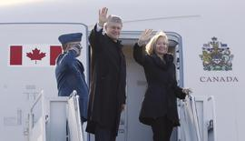 Canada's Prime Minister Stephen Harper and his wife Laureen wave while boarding a Royal Canadian Air Force plane before departing for China, in Ottawa November 5, 2014. REUTERS/Chris Wattie