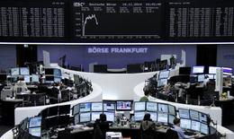 Traders are pictured at their desks in front of the DAX board at the Frankfurt stock exchange November 10, 2014.     REUTERS/Remote/Stringer