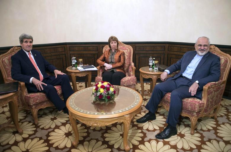 U.S. Secretary of State John Kerry (L), EU envoy Catherine Ashton (C) and Iranian Foreign Minister Mohammad Javad Zarif meet in Muscat November 10, 2014.  REUTERS/Nicholas Kamm/Pool