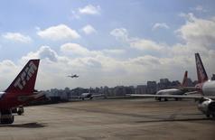 Aeronaves paradas no aeroporto de Congonhas, em São Paulo. 11/06/2014 REUTERS/Ricardo Moraes