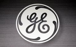 The General Electric logo is seen in a Sears store in Schaumburg, Illinois, September 8, 2014.   REUTERS/Jim Young