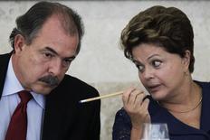 Ministro Mercadante conversa com a presidente Dilma em Brasília em 14 de março de 2013. REUTERS/Ueslei Marcelino