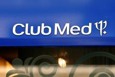Club Méditerranée est l'une des valeurs à suivre à la Bourse de Paris après que l'Autorité des marchés financiers a annoncé qu'elle donnait au chinois Fosun jusqu'au 1er décembre pour une éventuelle surenchère sur le groupe de loisirs. /Photo d'archives/REUTERS/Benoît Tessier
