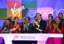 L'action Virgin America grimpait vendredi de 24,3% dans les premiers échanges pour ses débuts sur le Nasdaq, valorisant la compagnie aérienne à bas coûts à 1,24 milliard de dollars. L'entreprise détenue en partie par Richard Branson cherche à lever environ 307 millions de dollars. /Photo d'archives/REUTERS/Mike Segar