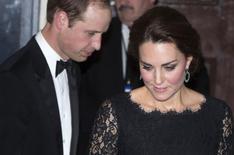 Príncipe William e sua mulher, Kate, deixam o Royal Variety Performance, em Londres, na quinta-feira. REUTERS/Neil Hall