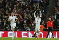 England captain Wayne Rooney (C) celebrates after scoring from a penalty kick during their Euro 2016 Group E qualifying soccer match against Slovenia at Wembley Stadium in London November 15, 2014.      REUTERS/Suzanne Plunkett