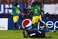 Senegal's Mame Diouf (L) celebrates after scoring a goal against Egypt during their African Nations Cup qualifying soccer match in Cairo November 15, 2014. REUTERS/Amr Abdallah Dalsh