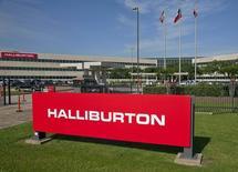 Halliburton, le numéro deux mondial des services pétroliers, acquiert son compatriote Baker Hughes, le numéro trois, pour 34,6 milliards de dollars (27,7 milliards d'euros) en numéraire et en actions. /Photo d'archives/REUTERS/Richard Carson