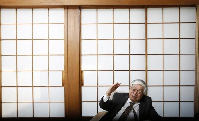11月18日、内閣官房参与の浜田エール大名誉教授は、来年10月の消費税再増税の先送りは当然とし、1年半の延期が妥当との認識を示した。3月撮影(2014年 ロイター/Toru Hanai)