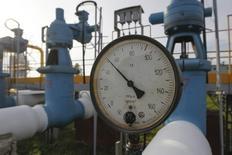 Датчик давления на территории подземного газового хранилища в Львовской области 30 сентября 2014 года. Украина, из-за долгов с июня не получавшая из России газ, планирует возобновить закупки и собирается до 1 декабря отправить предоплату за российское топливо, сказал министр энергетики Юрий Продан. REUTERS/Valentyn Ogirenko