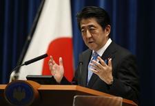 Primeiro-ministro do Japão, Shinzo Abe, durante coletiva de imprensa em Tóquio. 18/11/2014. REUTERS/Toru Hanai