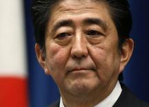 Premiê do Japão, Shinzo Abe, em entrevista coletiva em sua residência oficial em Tóquio 18/11/2014. REUTERS/Toru Hanai