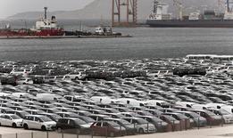 Veículos estacionados no terminal de cargas do porto de Piraeus, na Grécia. 17/10/2014 REUTERS/Alkis Konstantinidis