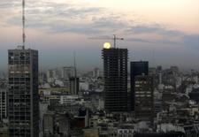 Vista del centro la ciudad de Buenos Aires. Imagen de archivo, 11 agosto, 2014. Argentina registró en septiembre un déficit presupuestario primario de 4.260 millones de pesos (500 millones de dólares), frente a un superávit de 412,5 millones en el mismo mes del 2013, informó el miércoles el gobierno. REUTERS/Enrique Marcarian