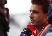 Piloto da Marussia Jules Bianchi concede entrevista em Suzuka no dia 2 de outubro, três dias antes de sofrer acidente grave.  REUTERS/Yuya Shino