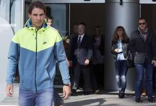 Spanish tennis player Rafael Nadal leaves the hospital after appendicitis surgery in Barcelona November 5, 2014.    REUTERS/Gustau Nacarino