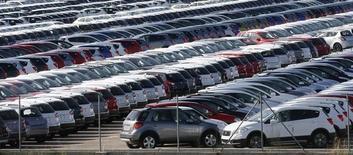 Près de Barcelone. Les ventes de voitures neuves en Espagne ont augmenté de 17,4% sur un an en novembre, 15e mois consécutif de hausse pour un marché automobile espagnol soutenu par une prime gouvernementale. /Photo d'archives/REUTERS/Albert Gea