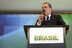 Senador Armando Monteiro Neto (PTB-PE), nomeado pela presidente Dilma Rousseff nesta segunda-feira para o Ministério do Desenvolvimento, Indústria e Comércio, concede entrevista coletiva no Palácio do Planalto, em Brasília. 01/12/2014 REUTERS/Ueslei Marcelino