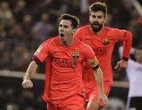 Lionel Messi, do Barcelona, comemora gol contra o Valencia durante jogo da primeira divisão do Campeonato Espanhol, no estádio Mestalla, em Valencia, na Espanha, no fim de semana. 30/11/2014 REUTERS/Heino Kalis