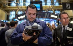 Wall Street a ouvert en légère hausse mardi, ce qui était prévu après son recul de la veille qui passe plus pour une pause qu'un coup d'arrêt. Quelques minutes après l'ouverture, le Dow Jones progresse modestement de 0,11% à 17.795,93. /Photo prise le 1er décembre 2014/REUTERS/Brendan McDermid