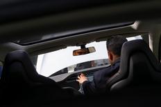 Les immatriculations de voitures neuves en Grande-Bretagne ont bondi de 8% en novembre par rapport au même mois de 2013, faisant de 2014, avant même la publication des chiffres de décembre, la meilleure année pour le marché automobile national depuis 2007. /Photo d'archives/REUTERS/Marika Kochiashvili