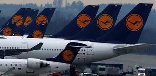 Aviões da Lufthansa parados no aeroporto de Munique. 01/12/2014  REUTERS/Michael Dalder