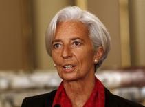 La jefa del Fondo Monetario Internacional, Christine Lagarde, se dirige a la prensa en Lima. Imagen de archivo, 2 diciembre, 2014. La integración comercial en América Latina debe ser rejuvenecida y avanzar más allá de la proliferación de agrupaciones subregionales que han creado preferencias y cuyos beneficios agregados no están claros, dijo el viernes la jefa del Fondo Monetario Internacional, Christine Lagarde. REUTERS/ Mariana Bazo