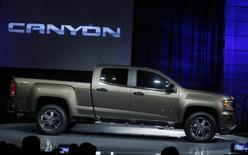 The 2015 General Motors Co., Canyon pickup truck is revealed at an industrial building in advance of the media preview of the North American International Auto Show in Detroit, Michigan January 12, 2014.  REUTERS/Rebecca Cook