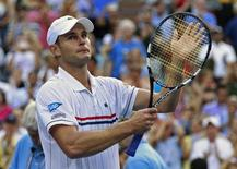 Andy Roddick of the U.S. acknowledges the crowd after his defeat to Juan Martin Del Potro of Argentina in their men's singles match at the U.S. Open tennis tournament in New York September 5, 2012.     REUTERS/Kevin Lamarque