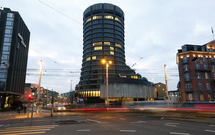 Traffic flows in front of the Bank for International Settlements (BIS) in Basel December 5, 2013. Picture taken with long exposure. REUTERS/Arnd Wiegmann