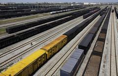 Грузовые составы в Ухане 14 сентября 2012 года. Китайский импорт неожиданно сократился в ноябре, а рост экспорта замедлился, усилив опасения по поводу состояния второй мировой экономики. REUTERS/Stringer