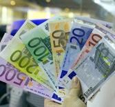 Onze pays de la zone euro n'ont pu se mettre d'accord sur les grandes lignes d'un projet de taxe sur les transactions financières (TTF) avant la fin de l'année, ce qui remet en cause l'instauration de ce prélèvement contesté au début 2016 comme il est prévu. /Photo d'archvies/REUTERS