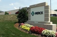 """Merck & Co a conclu le rachat de Cubist Pharmaceuticals pour un montant de 8,4 milliards de dollars (6,9 milliards d'euros), hors dette, une opération qui doit lui permettre de prendre pied sur le segment des traitements contre les """"superbactéries"""". /Photo d'archives/REUTERS/Tami Chappell"""