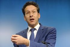 Le président de l'Eurogroupe, Jeroen Dijsselbloem à Bruxelles. La Grèce va demander mardi une prorogation de deux mois de son plan de renflouement qui arrive à expiration en fin d'année, une requête accueillie favorablement par les ministres des Finances de la zone euro.   /Photo prise le 8 décembre 2014/REUTERS/Eric Vidal