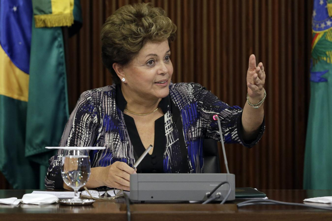 Brazil's Rousseff resists pressure to prosecute dictatorship crimes