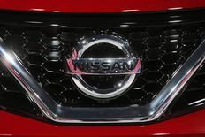 Логотип Nissan на автошоу в Париже 3 октября 2014 года. Японский автоконцерн Nissan удвоил годовую мощность своего завода в Санкт-Петербурге до 100.000 автомобилей. Инвестиции в расширение мощностей, которое было запланировано в 2012 году, составили 167 миллионов евро. REUTERS/Benoit Tessier
