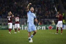 Pablo Zabaleta, do Manchester City, comemora fim do jogo contra a Roma, no estádio Olímpico, em Roma, Itália, nesta quarta-feira. 10/12/2014 REUTERS/Max Rossi