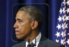 Президент США Барак Обама перед выступлением в Белом доме в Вашингтоне 10 декабря  2014 года. Президент США Барак Обама выразил опасения относительно возможности введения новых санкций против России, поскольку они могут внести раскол между Вашингтоном и Европой. REUTERS/Kevin Lamarque
