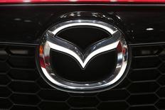 Mazda Motor a annoncé vendredi le rappel de 52.000 véhicules au Japon équipés d'airbags potentiellement défectueux fabriqués par l'équipementier nippon Takata.. /Photo prise le 5 mars 2014/REUTERS/Arnd Wiegmann