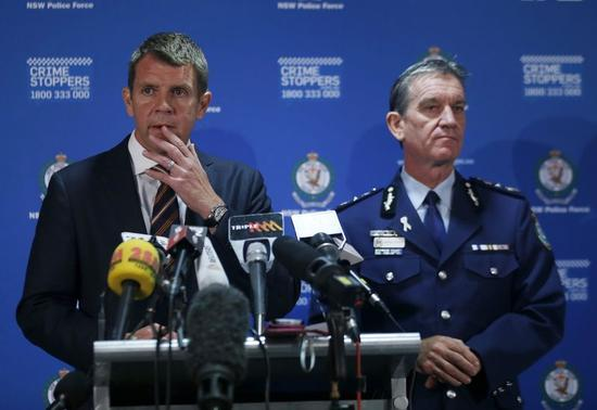 New South Wales Police Commissioner Andrew Scipione (R) and New South Wales Premiere Mike Baird conduct a press conference related to the siege at a Sydney cafe, hours after the siege ended December 16, 2014. REUTERS/Jason Reed