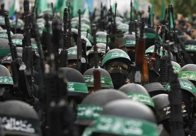 Palestinian members of al-Qassam Brigades, the armed wing of the Hamas movement, take part in a military parade marking the 27th anniversary of Hamas' founding, in Gaza City December 14, 2014.  REUTERS/Mohammed Salem