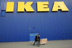 People push a shopping cart past a warehouse of the Swedish furniture maker IKEA in Bordeaux, southwestern France, February 13, 2010. REUTERS/Olivier Pon