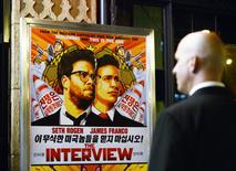 "A security guard stands at the entrance of United Artists theater during the premiere of the film ""The Interview"" in Los Angeles, California December 11, 2014.  REUTERS/Kevork Djansezian"