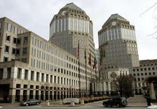 Le siège de Procter & Gamble à Cincinnati. P&G a annoncé qu'il allait vendre ses marques de savons Camay et Zest à Unilever pour un montant non précisé.  /Photo d'archives/REUTERS/John Sommers II