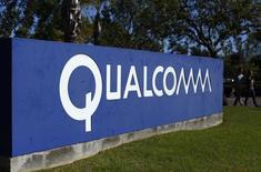 Placa da Qualcomm vista em frente a um dos prédios da companhia em San Diego, Califórnia. 05/11/2014 REUTERS/Mike Blake